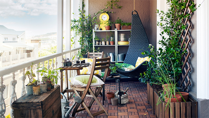 AD-Cozy-Balcony-Decorating-Ideas-24