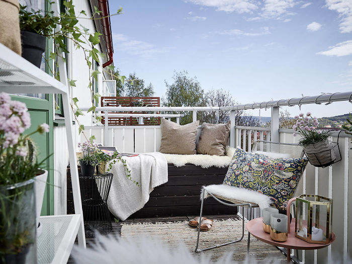 AD Cozy Balcony Decorating Ideas 27