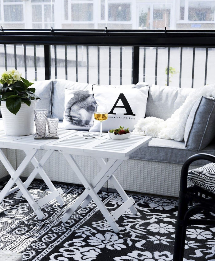 AD-Cozy-Balcony-Decorating-Ideas-29