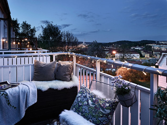 AD-Cozy-Balcony-Decorating-Ideas-31