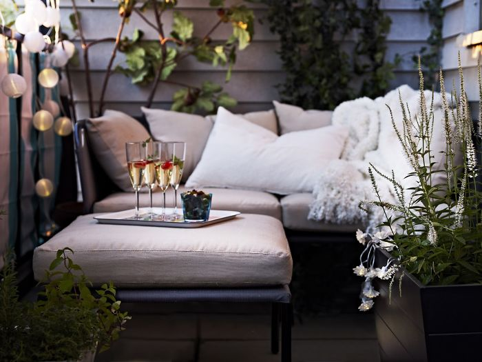AD-Cozy-Balcony-Decorating-Ideas-35