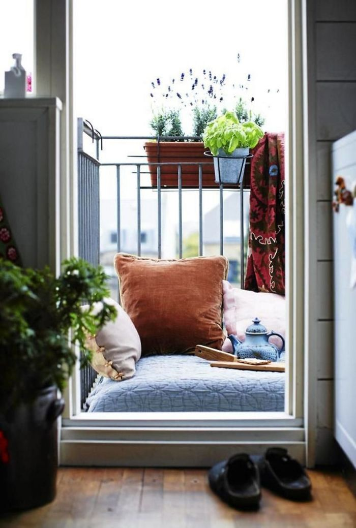 AD-Cozy-Balcony-Decorating-Ideas-36