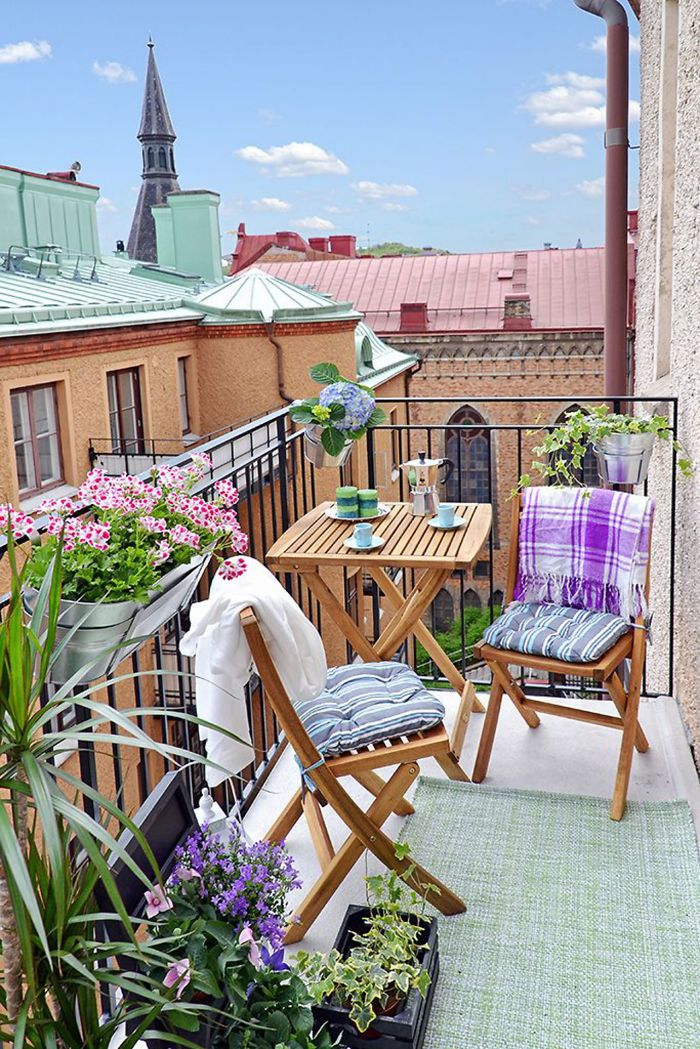 AD-Cozy-Balcony-Decorating-Ideas-37