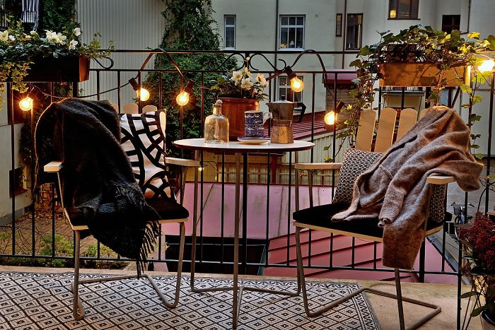 AD-Cozy-Balcony-Decorating-Ideas-43
