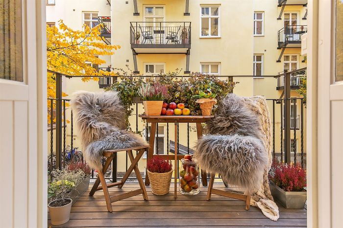 AD-Cozy-Balcony-Decorating-Ideas-44