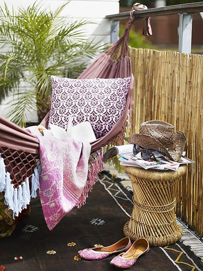 AD-Cozy-Balcony-Decorating-Ideas-50