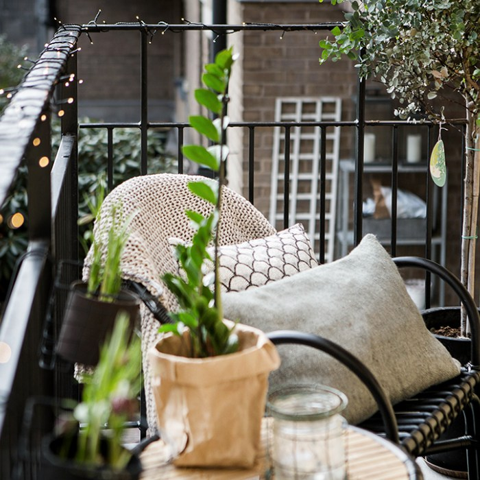 AD-Cozy-Balcony-Decorating-Ideas-51