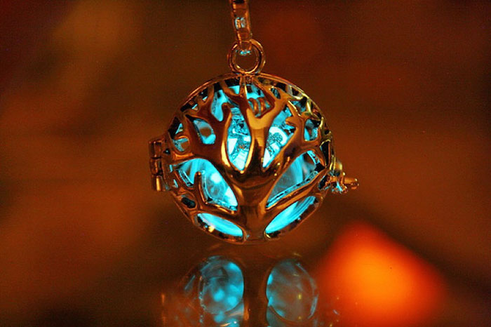 AD-Jewelry-Glow-In-The-Dark-Manon-Richard-13