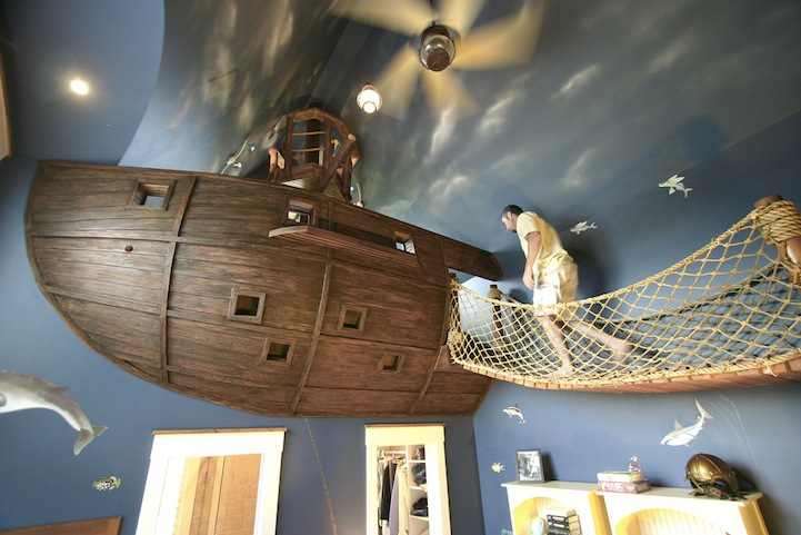 AD-The-Ultimate-Pirate-Ship-Bedroom-01