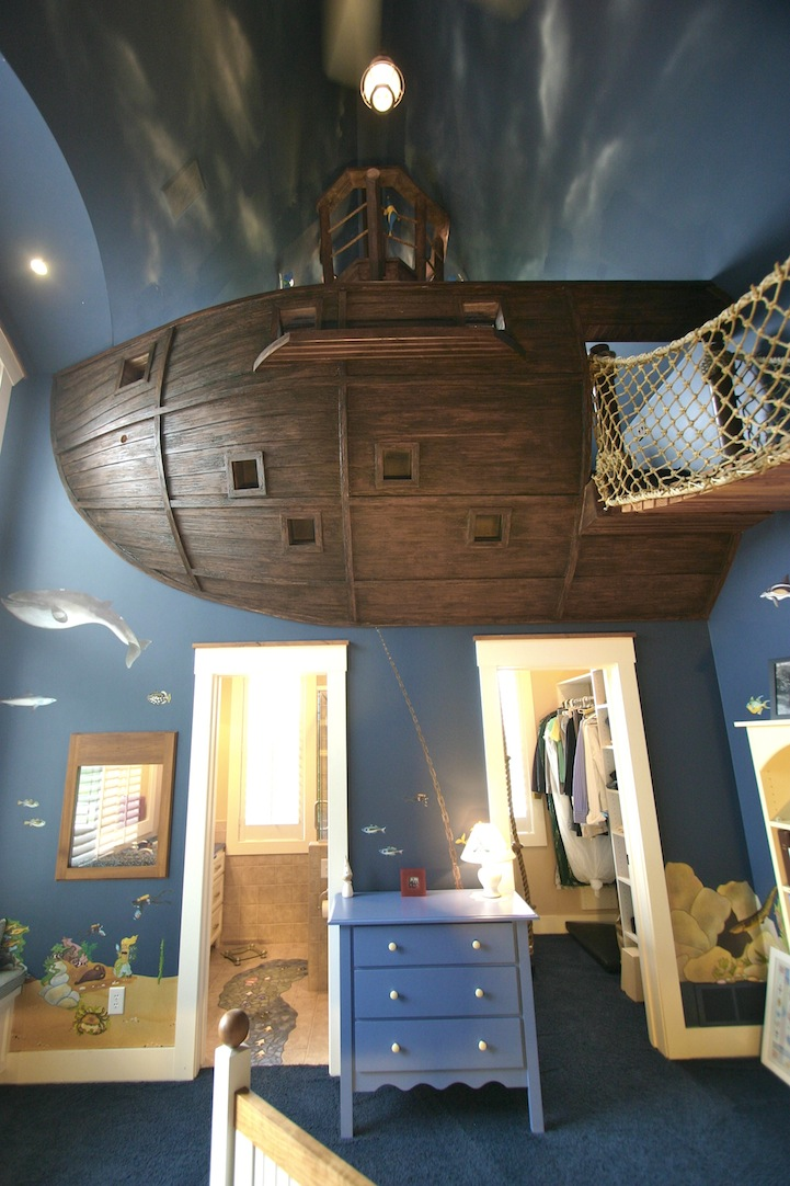 AD-The-Ultimate-Pirate-Ship-Bedroom-03