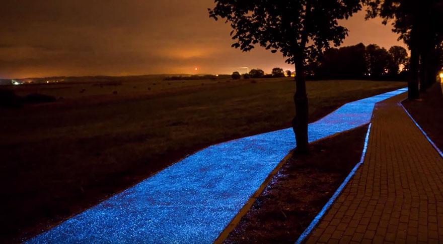 AD-Glowing-Blue-Bike-Lane-TPA-Instytut-Badan-Technicznych-Poland-03