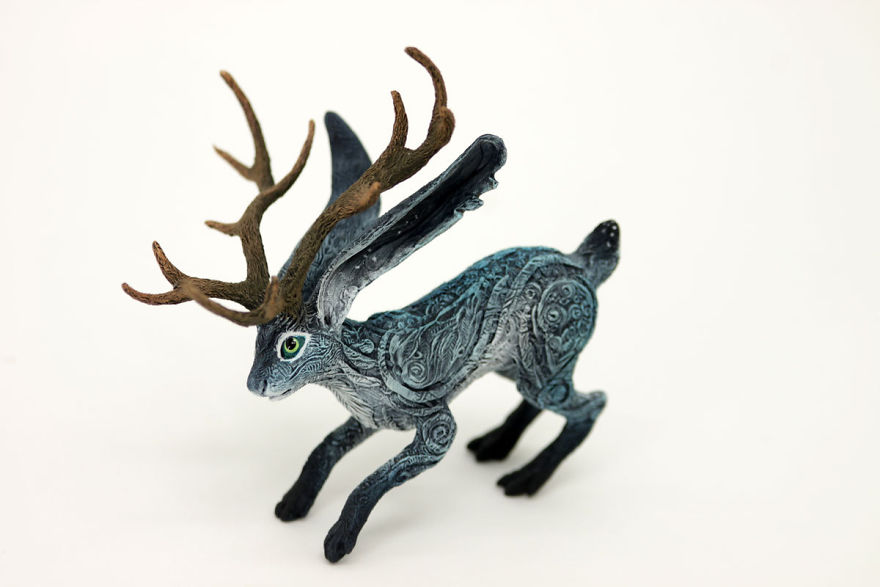 AD-Russian-Artist-Creates-Fantasy-Animal-Sculptures-From-Velvet-Clay-15