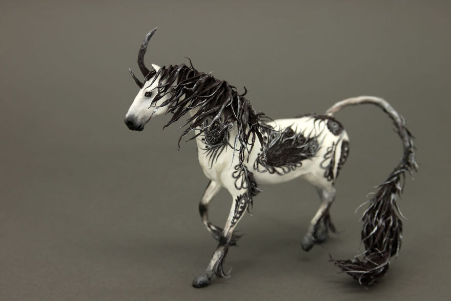 AD-Russian-Artist-Creates-Fantasy-Animal-Sculptures-From-Velvet-Clay-22