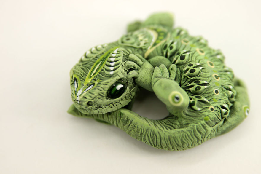 AD-Russian-Artist-Creates-Fantasy-Animal-Sculptures-From-Velvet-Clay-61