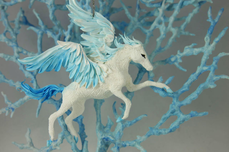 AD-Russian-Artist-Creates-Fantasy-Animal-Sculptures-From-Velvet-Clay-80
