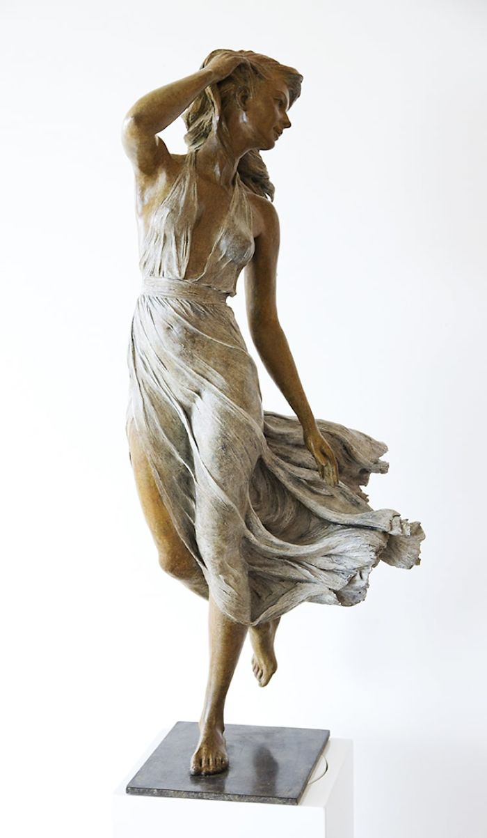 Life-Sized Female Sculptures Inspired By The Graceful -9006