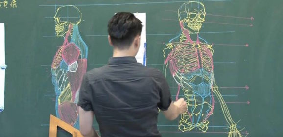Taiwanese Teacher Uses Extraordinary Chalkboard Drawing Skills to Teach Students Anatomy