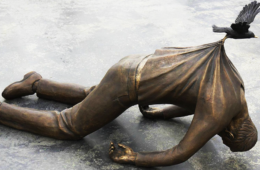 20+ Gravity-Defying Sculptures That Will Make You Look Twice