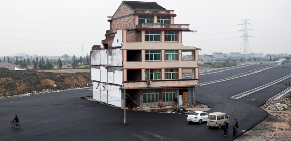35 Times Stubborn Homeowners Refused To Move, And Faced Unexpected Consequences