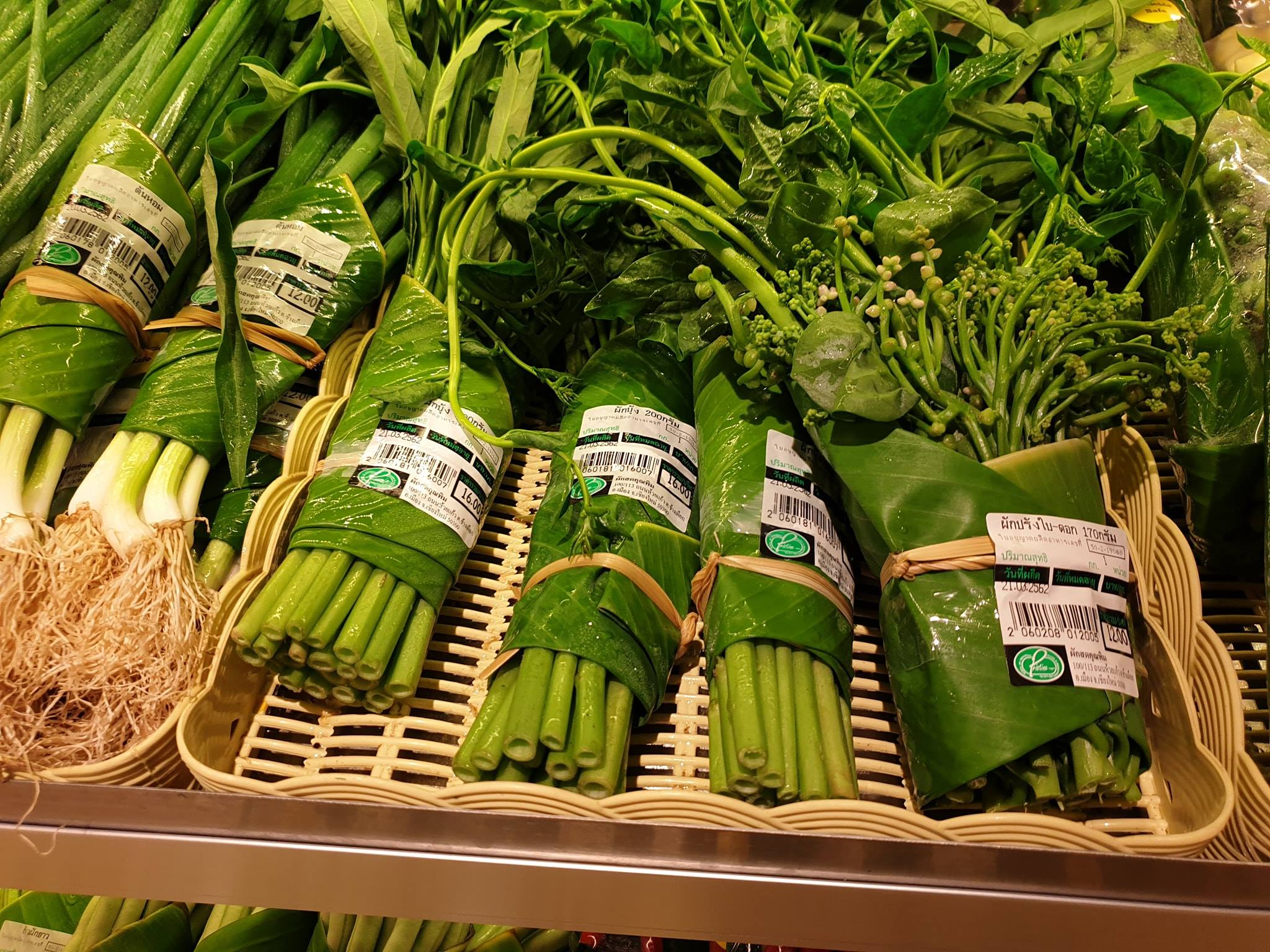 Innovative Supermarket Uses Banana Leaf Packaging to Avoid